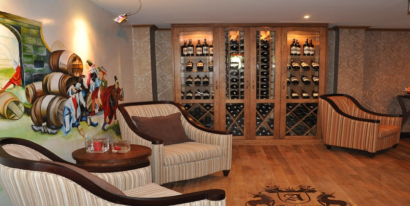 WINE SHOP - CIGAR LOUNGE